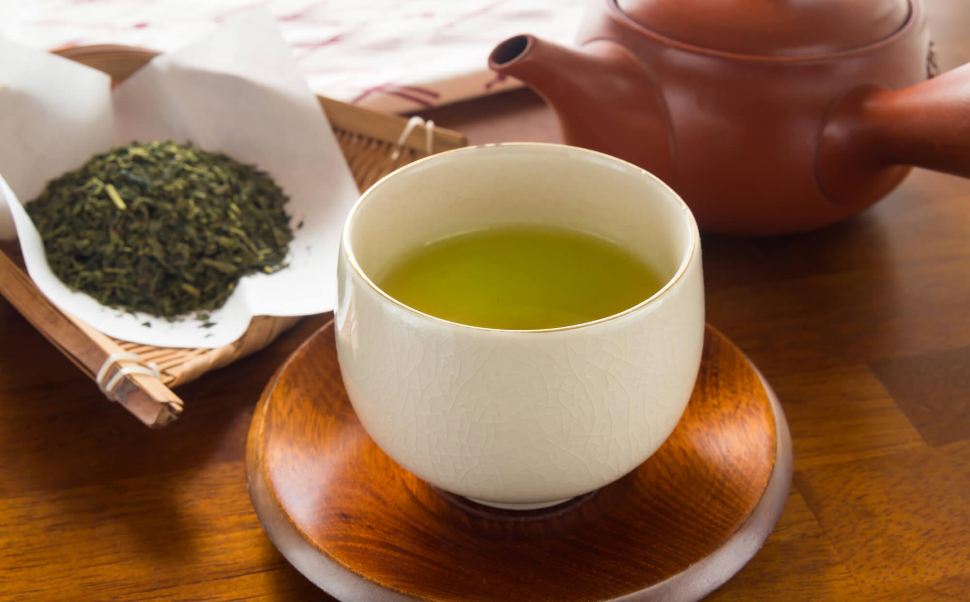 インフルエンザ予防に効果的!?冬の水分補給には「緑茶」