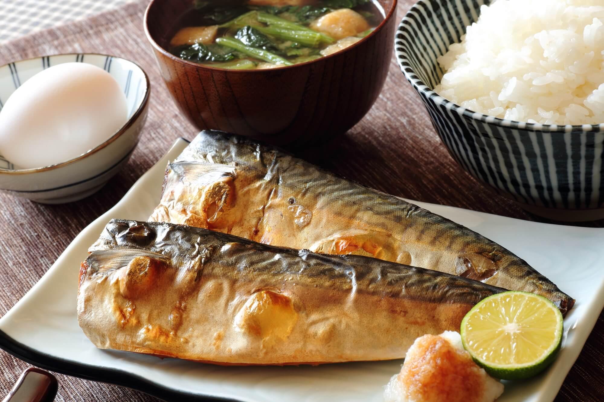焼き魚がもっとおいしくなる!重曹を用いた魚焼きグリルの掃除方法