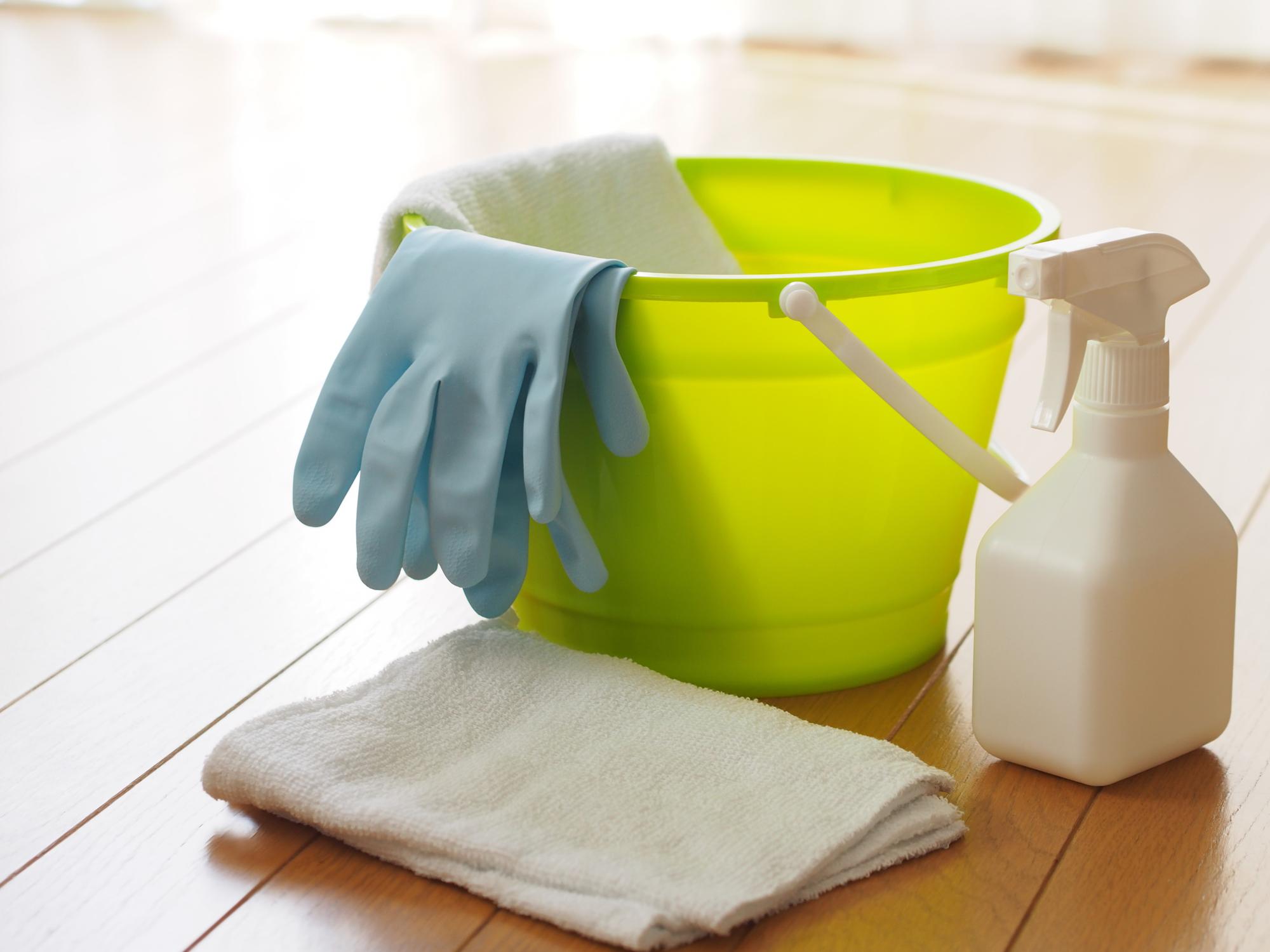 嘔吐物を掃除するイメージ