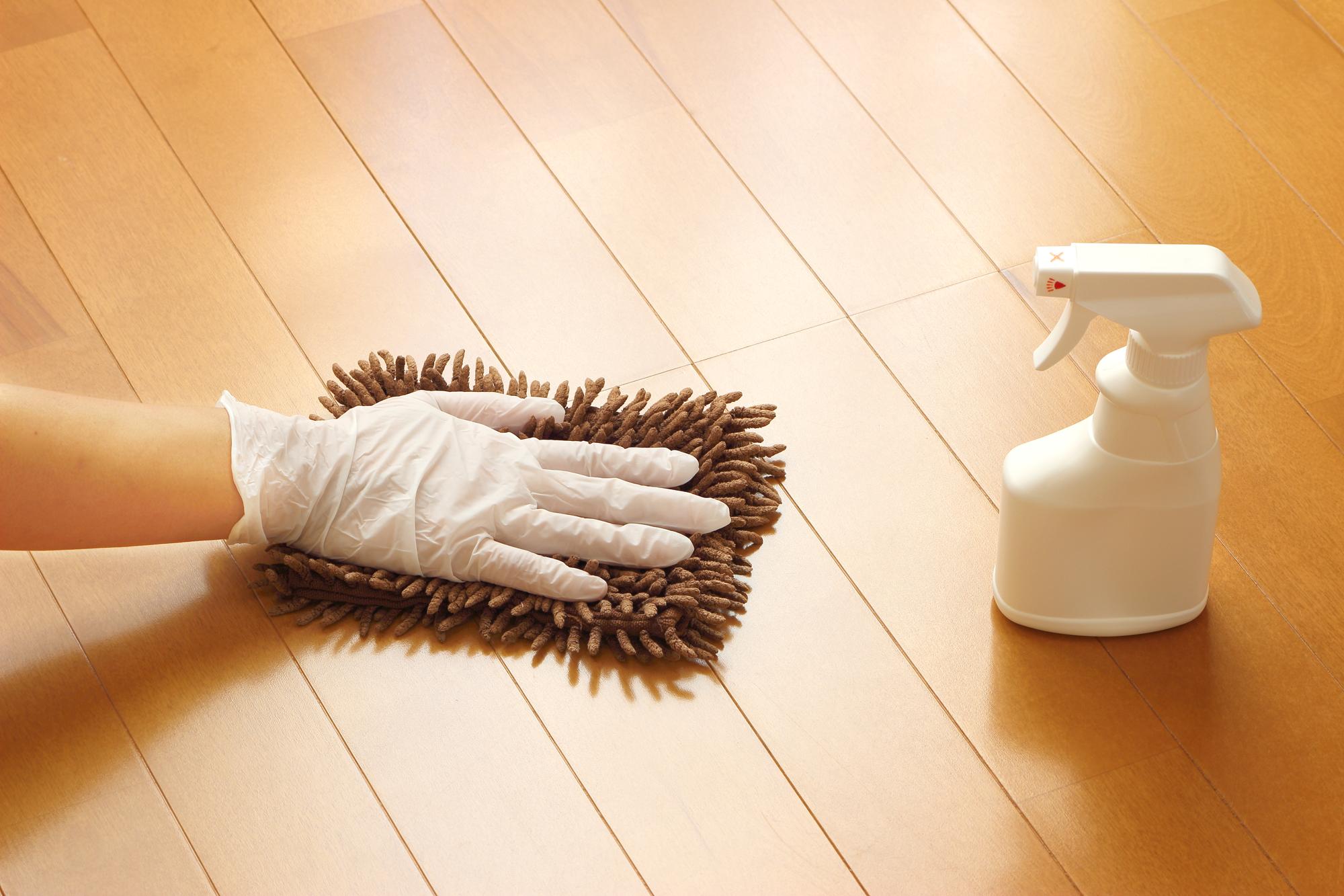 床を拭いている様子