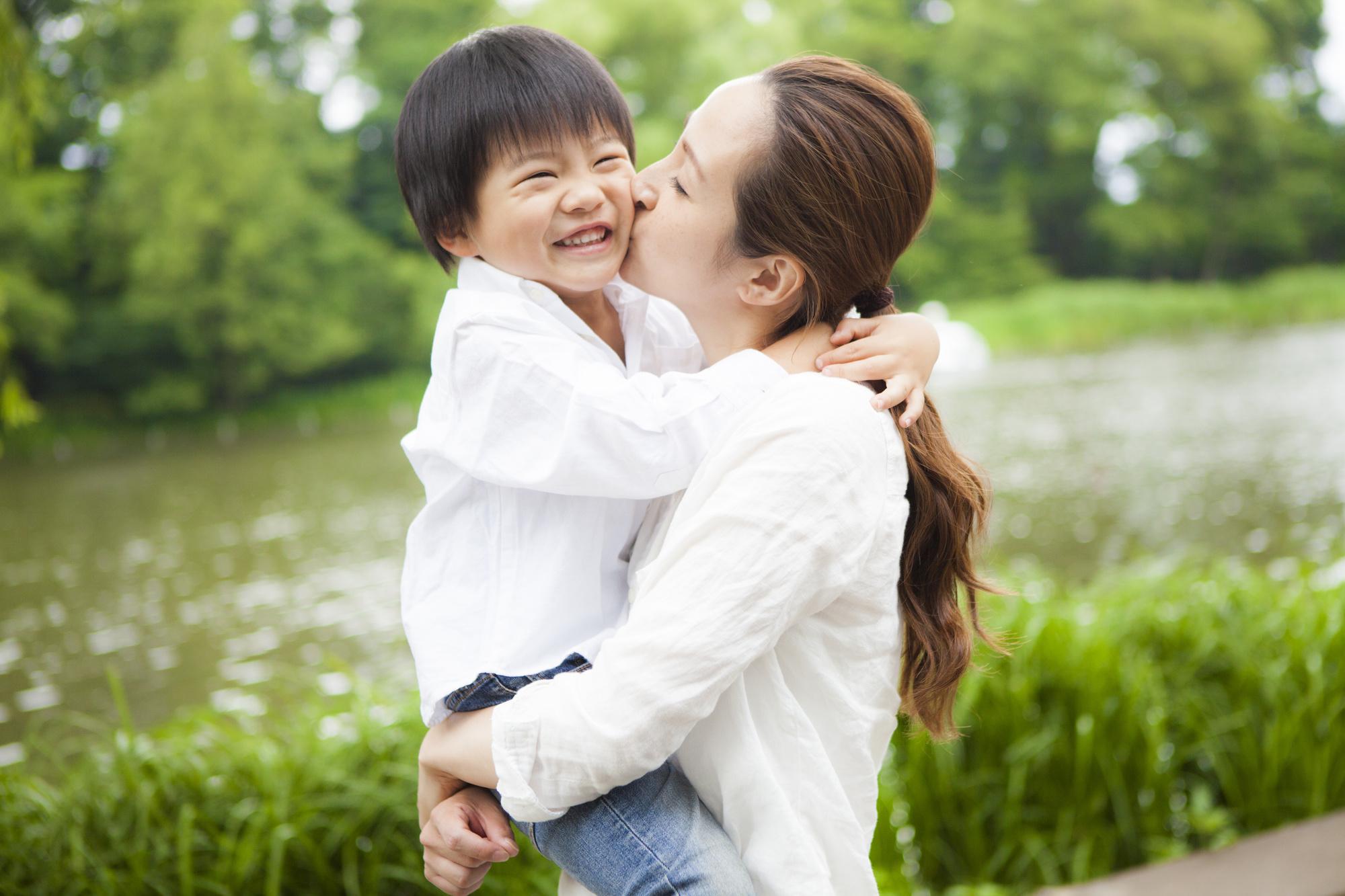 【医師監修】ノロウイルスはキスでもうつる? 感染経路や予防・対処法を知っておこう