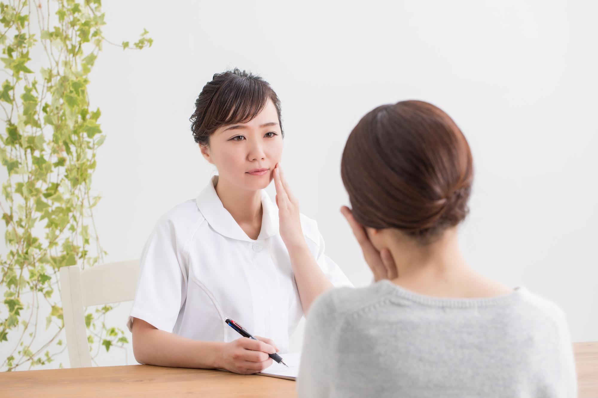 診断を受ける女性のイメージ