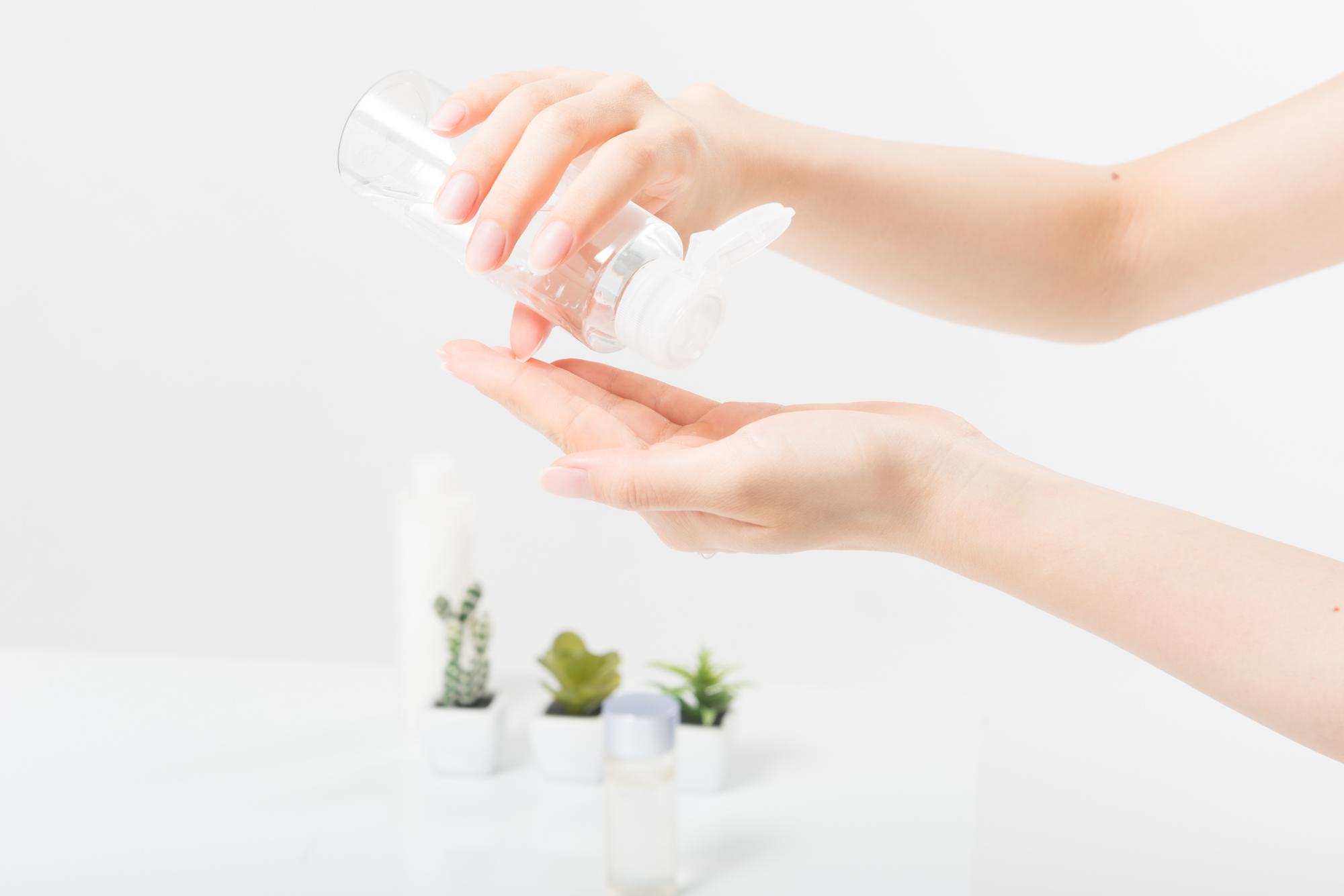化粧水を使うイメージ
