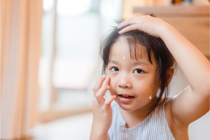 【医師監修】子どもはなぜ乾燥肌になりやすいのか?原因や適切な肌の保湿方法について紹介