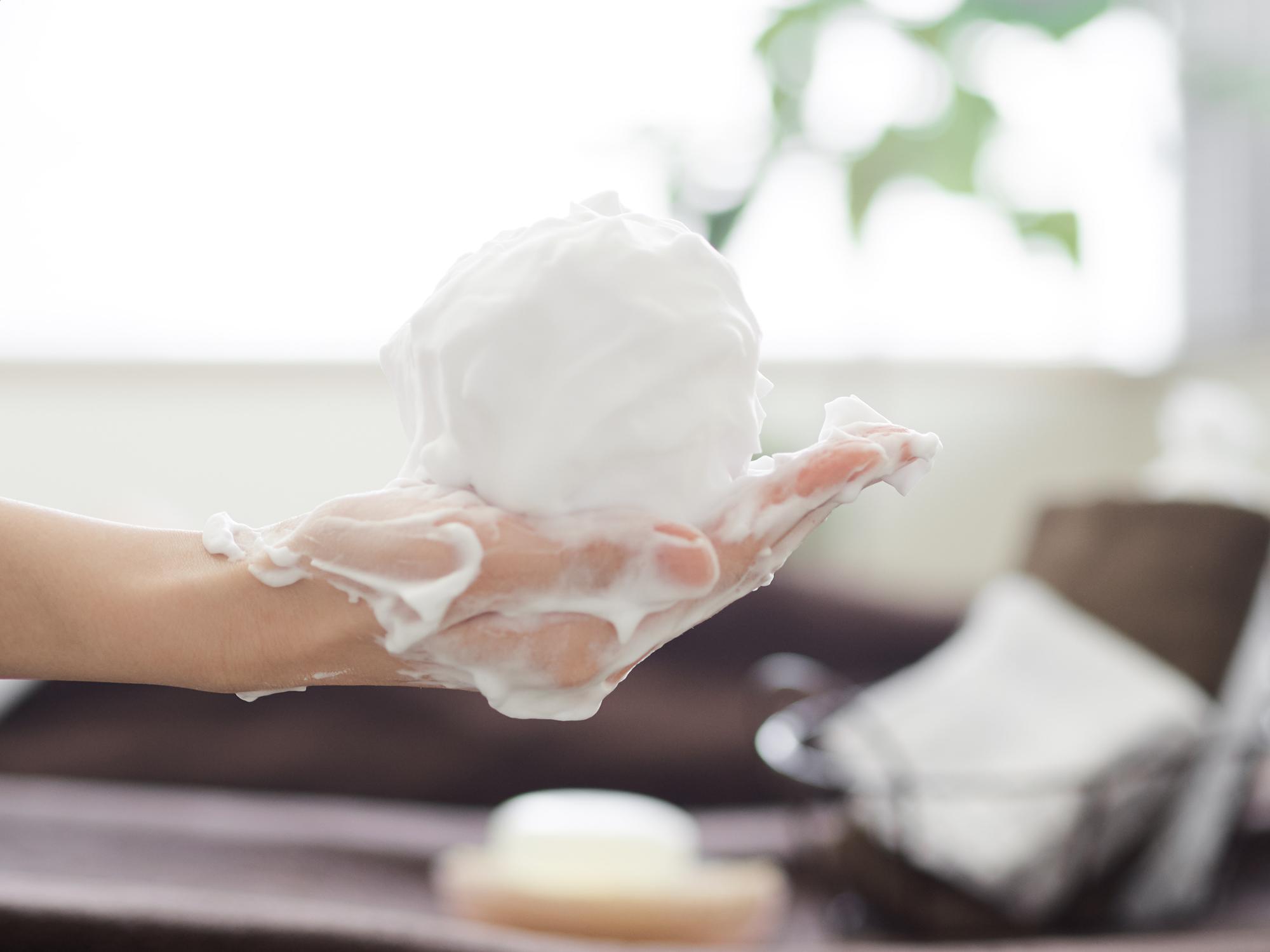 正しい洗顔時の泡のイメージ