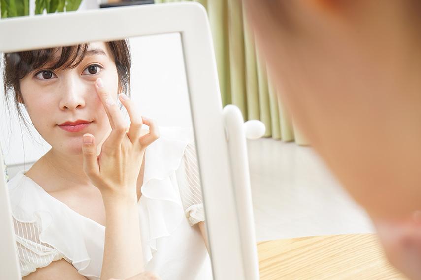 【医師監修】肌の黒ずみは乾燥肌が原因?色素沈着のメカニズムや予防策について解説