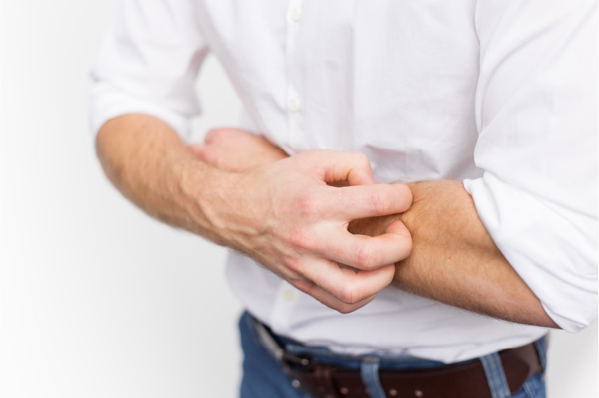 【医師監修】乾燥肌が原因のかゆみに市販薬は使って良い?かゆみ止めの成分や適切なスキンケア方法