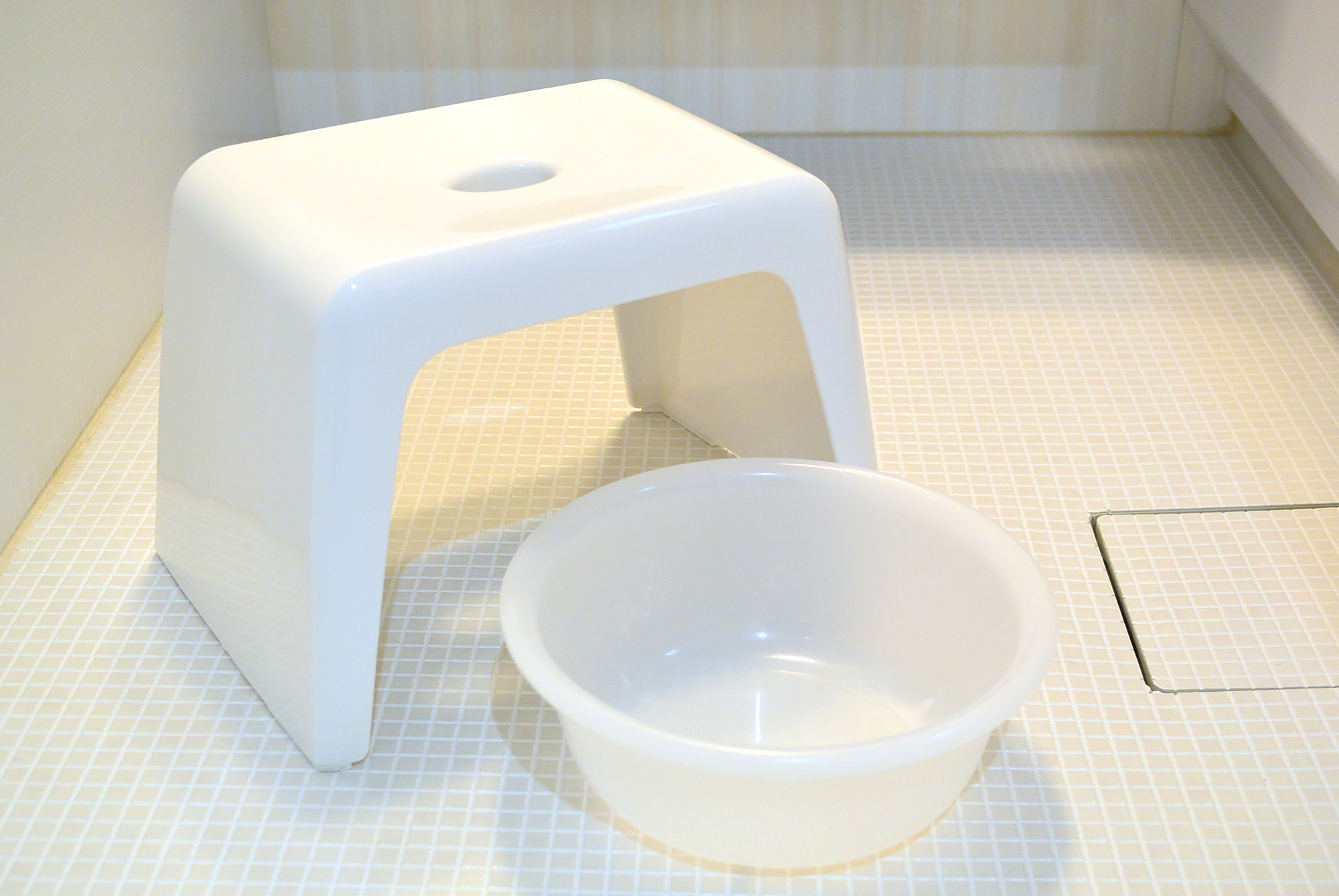 風呂場の椅子と洗面器