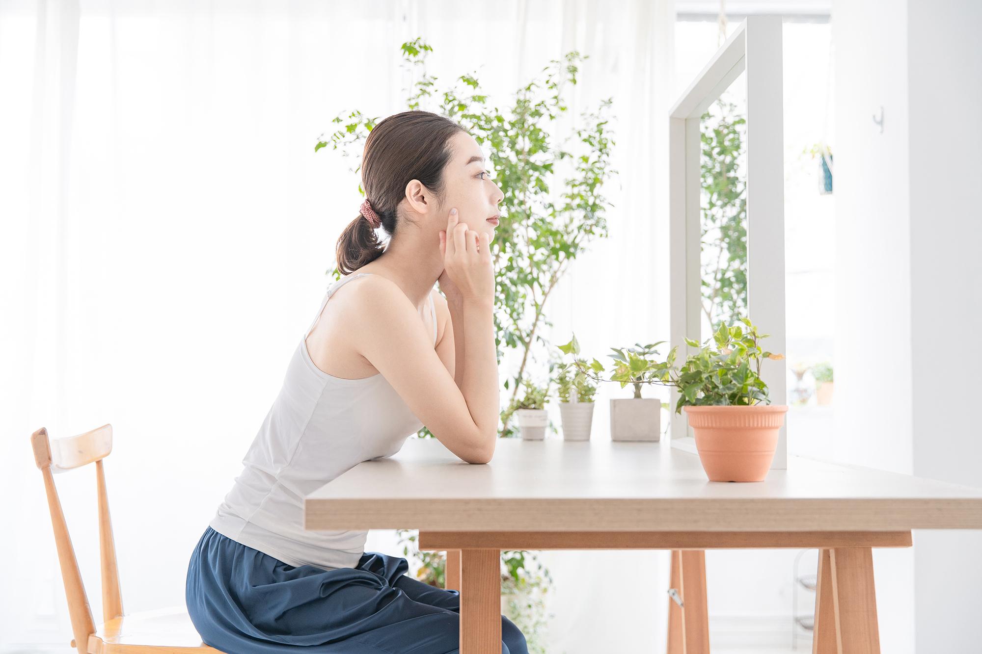 【医師監修】ザラザラする乾燥肌の原因とは?知っておきたい対処法も解説