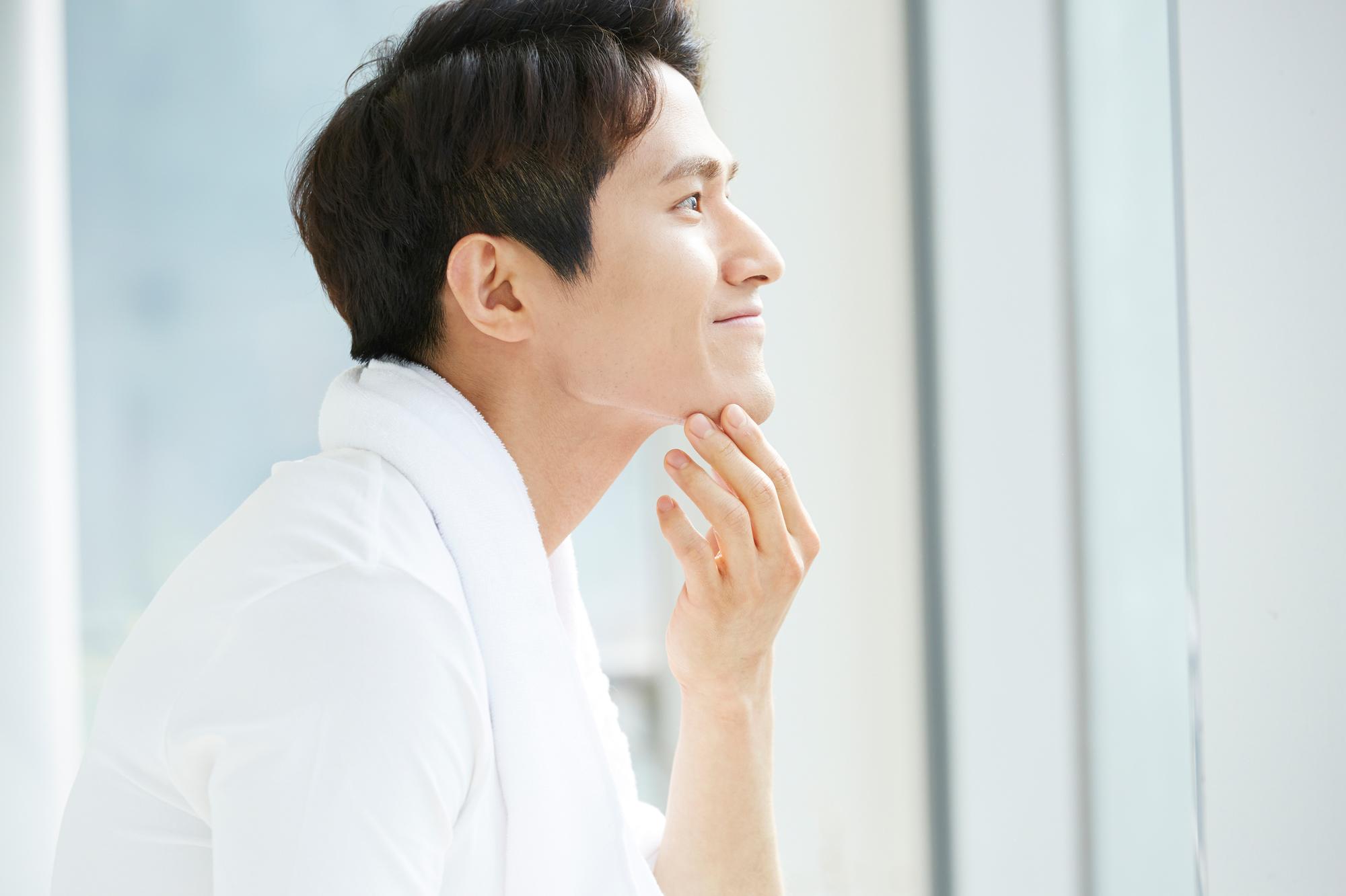 【医師監修】男性の乾燥肌は何が原因?日常生活で意識したい対策を紹介