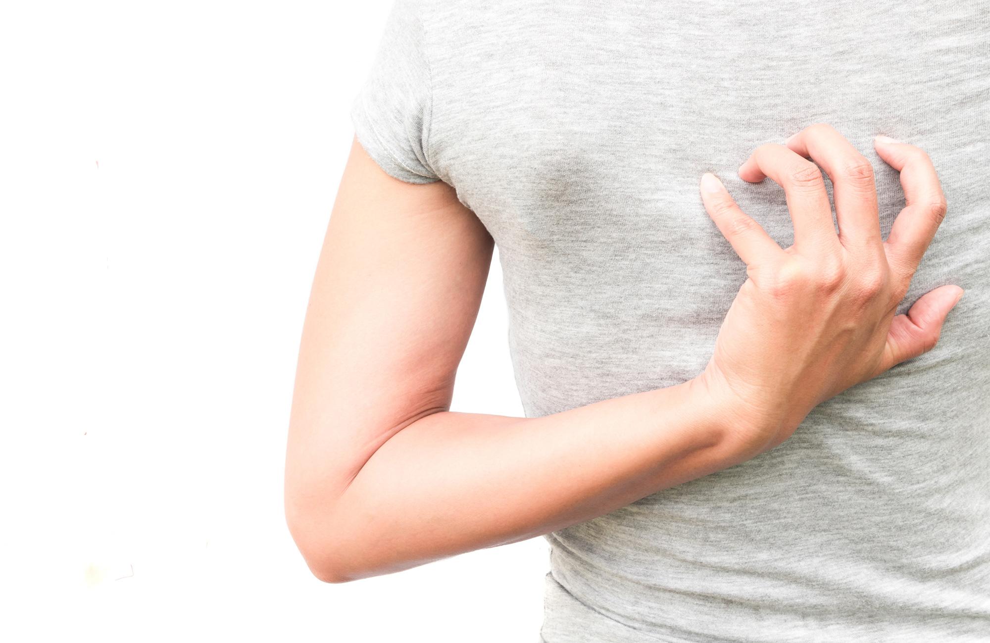 【医師監修】背中のかゆみは乾燥肌が原因?放置する危険性や対策を紹介