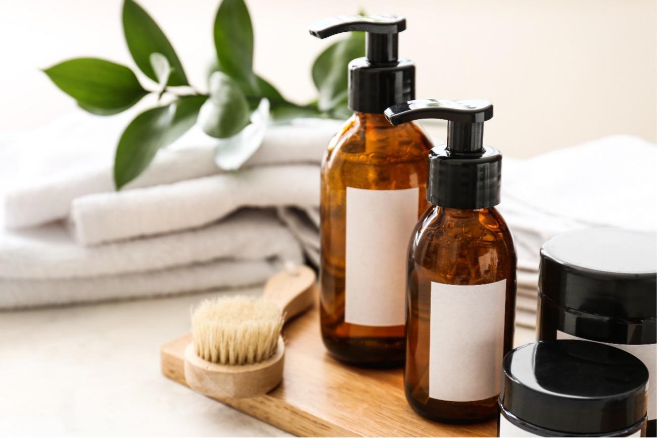 【医師監修】乾燥肌ならシャンプーの選び方も大切!肌に優しい洗浄成分や保湿成分は?