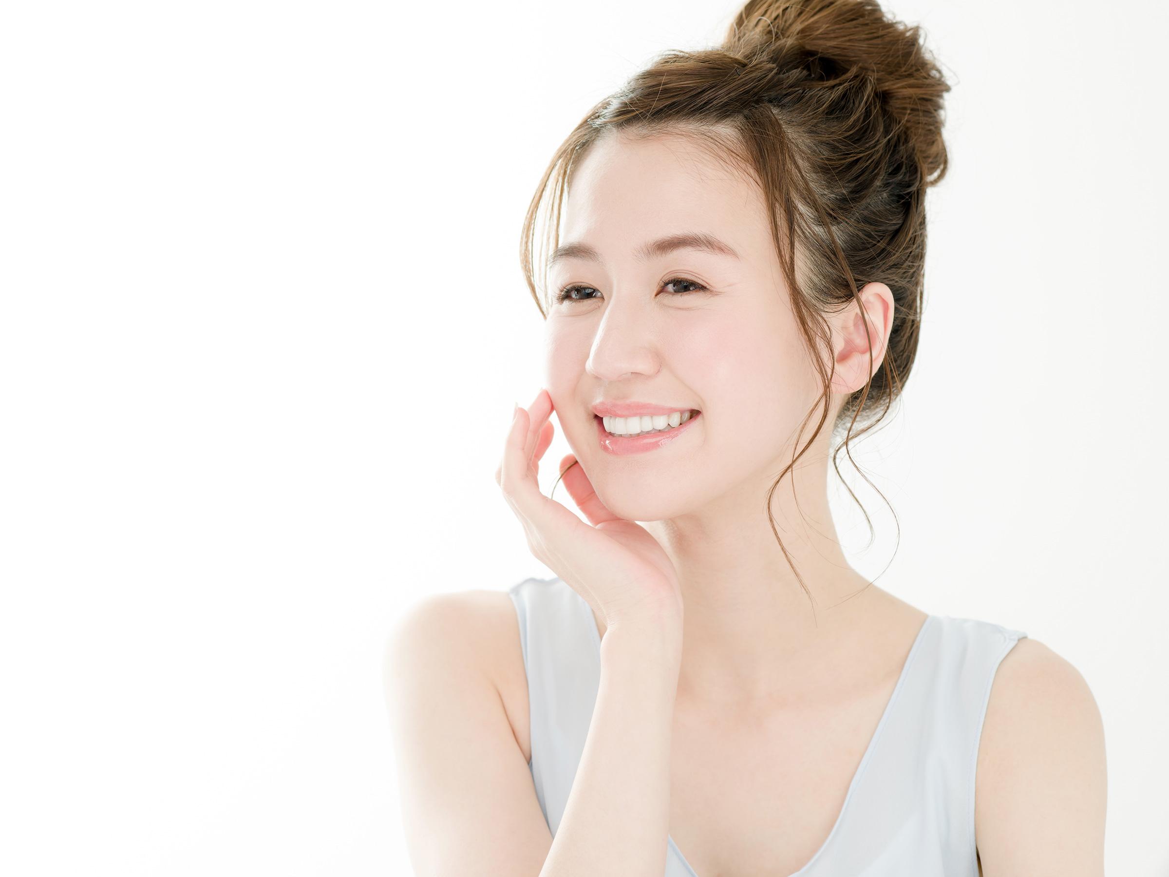 【医師監修】乾燥肌におすすめのスキンケアは?基礎化粧品の役割や使い方を紹介